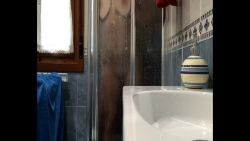 Douche crapuleuse avec ma petite femme