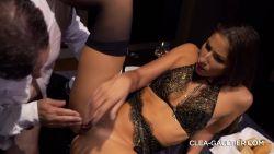 Sexe Anal sur la table pour Cléa Gaultier la soumise