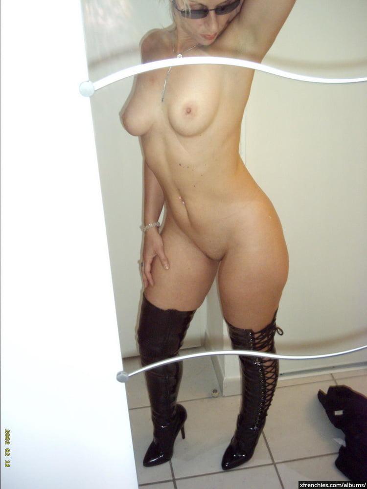 Cette maman blonde aux gros seins essaie une tenue sexy n°28