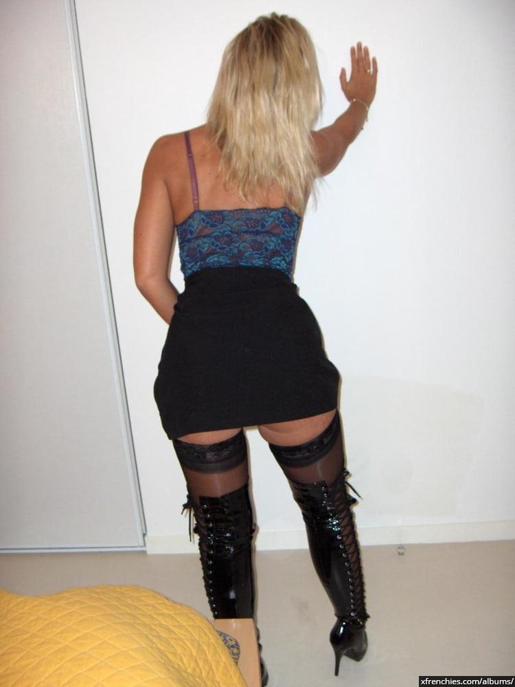 Cette maman blonde aux gros seins essaie une tenue sexy n°58