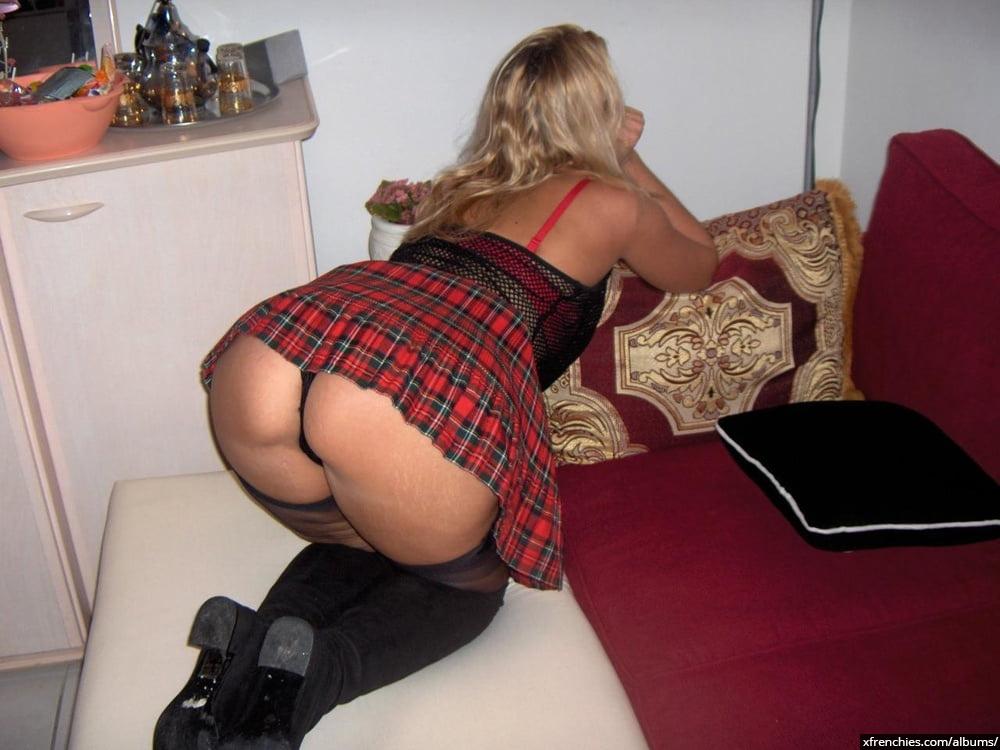 Cette maman blonde aux gros seins essaie une tenue sexy n°98